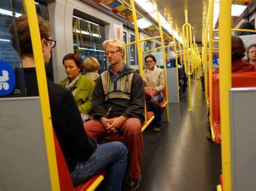 Meditation in der U-Bahn: Augen zu und – Stille!