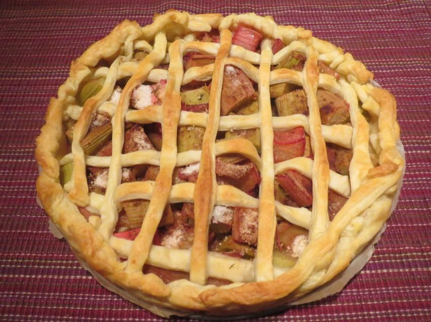 Schneller veganer Blätterteig-Rhabarberkuchen