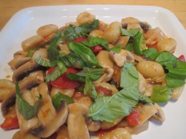 Vegane Gnocchi-Pfanne mit Champignons