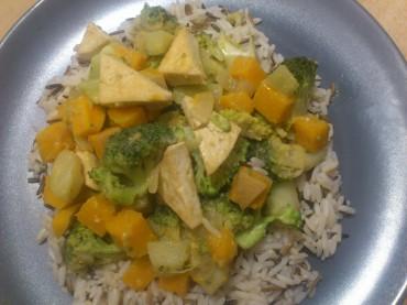 Veganes Kürbis-Brokkoli-Curry mit Tofu