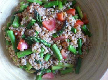Veganer Spargel-Dinkel-Salat