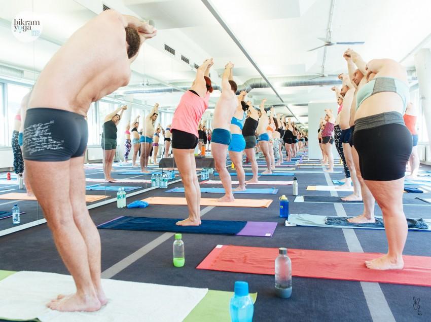 """""""Don't change the yoga, let the yoga change you!"""" – Srdjan und Claudia von Bikram Yoga Wien Süd im Interview"""