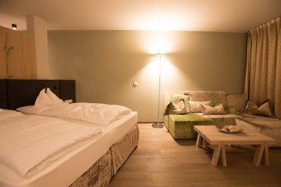 Hotelzimmer im Schenna Resort (c) Corinna Stabrawa