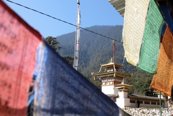 Über die Brücke drüber führt der Weg zum Chacri Meditationszentrum. Foto: Doris