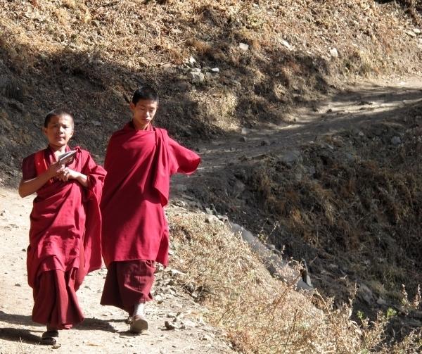 Statt TouristInnen kommen uns hier nur Mönche entgegen. Foto: Doris