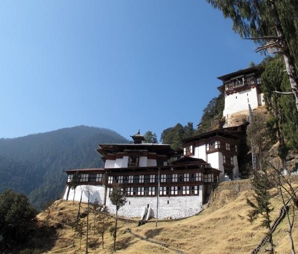 Hoch oben thront das erste von Shabdung erbaute Kloster in Bhutan. Foto: Doris