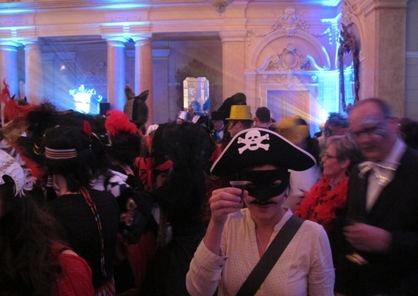 Prost! Auf dem Charity Ball gibts gratis Getränke.. muss ich mehr sagen? Foto: Gerald
