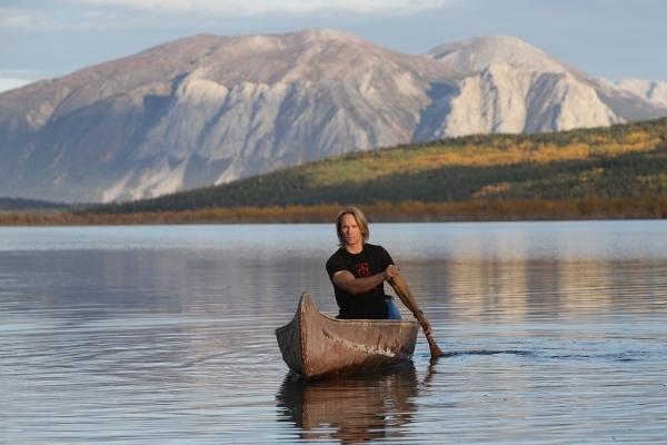 Yukon - auf dem selbst gemachten Boot. Foto: Dirk Rohrbach