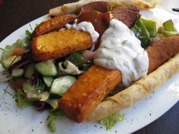 Mahlzeit im Dürüm-Haus. Foto: Doris
