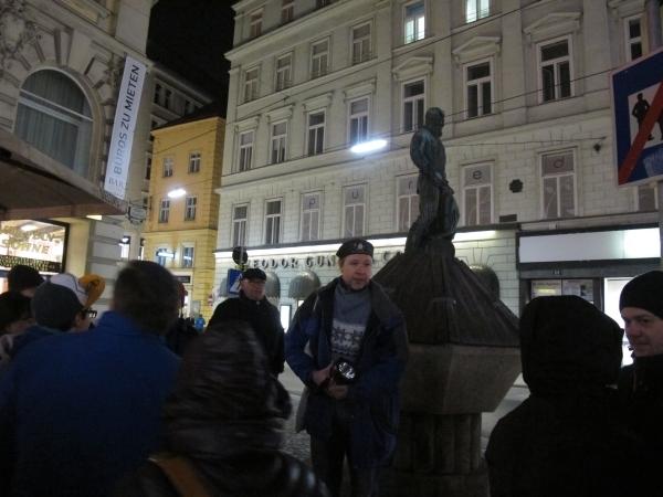INoch oberirdisch erklärt Peter uns 21 die Unterwelt. Foto: Doris