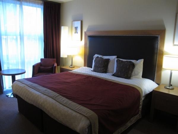 Nicht sehr spektakulär, aber praktisch: Aston Hotel. Foto: Doris