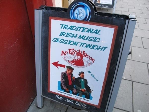 Irische Musik, hier geht´s lang. Foto: Doris