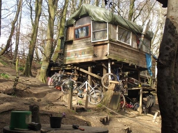 Jedes Baumhaus im Camp sieht anders aus. Foto: Doris