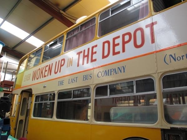 Der Last Bus: Mike hat darin über 25 Jahre gewohnt, jetzt möchte er damit um die Welt reisen. Foto: Doris