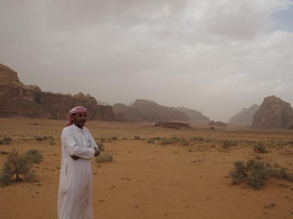 Odeh zeigt mir Wadi Rum, sein Reich. Foto: Doris