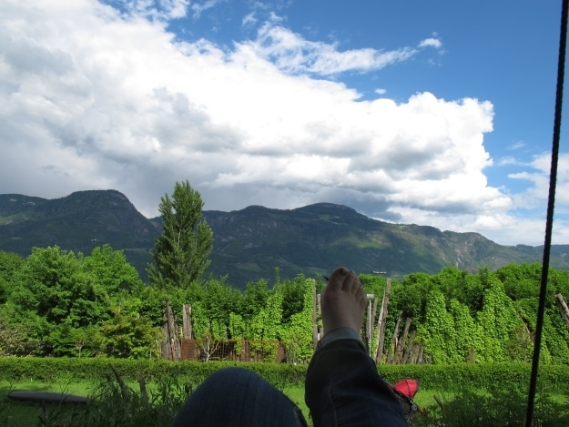 Füße hoch, schaukeln und in Gedanken schwelgen. Foto: Doris