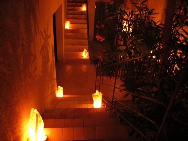 Kein elektrisches Licht abends nur Kerzenschein in Feynan EcoLodge. Foto: Doris