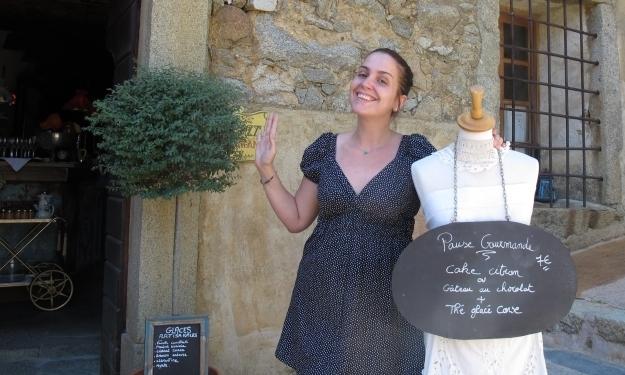 Einmal posieren bitte: Olympe vor der Dessert-Pause. Foto: Doris
