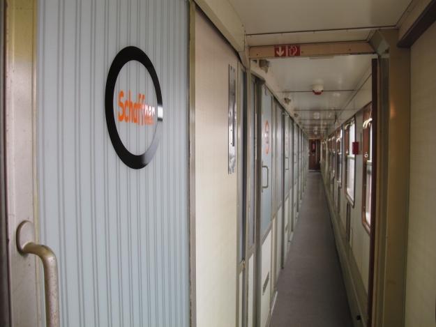 Schlafen in der Bahn? Das habe ich live, andere buchen dafür das BaseCamp. Foto: Doris