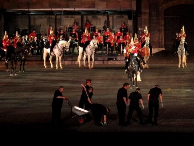 Auch die Band of Life Guards, die berittene Formation der Queen, kam mit 30 Pferden aus England angereist - samt Pferdemist. Foto: Doris