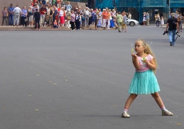 Bunte, luftig-leichte Alltagsszenen aus Riga. Foto: Doris