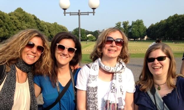 Ausnahmsweise zusammen unterwegs: Reiseblogger-Kolleginnen & ich in Bonn, so unterschiedlich können Alleinreisende sein. Foto: Doris