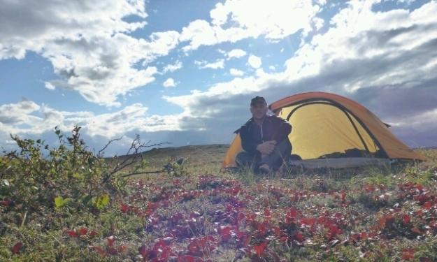 Dustin sucht auch das Erleben und Erspüren auf Reisen. Ein Grund, warum er mich versteht. Foto: Doris