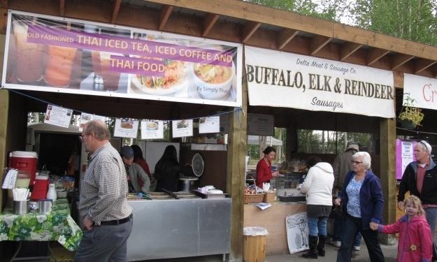 Büffel, Rentier, Elch-Wurst... all das wird auch auf dem Markt angeboten. Foto: Doris