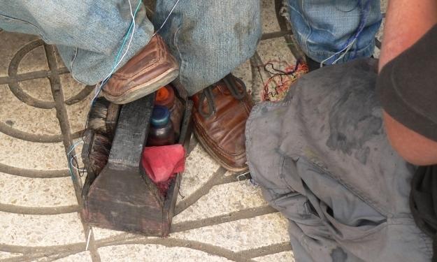Schuheputzen als Job ist üblich - auch in Ecuador.Foto: Cisol Suiza