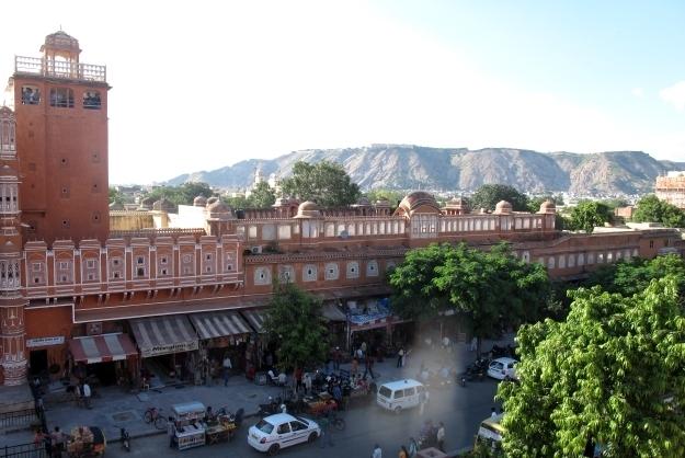 Blick von oben auf die Straßen von Jaipur. Foto: Doris