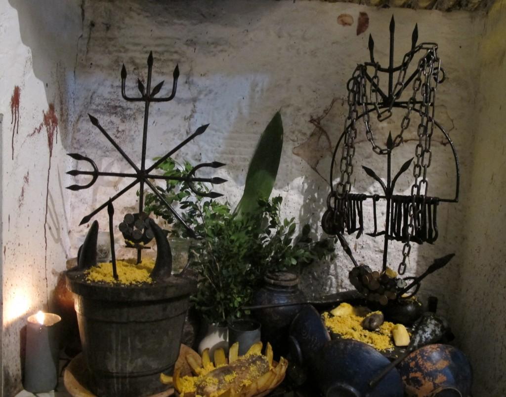 Der Altar vor dem Cantomblé-Tempel. Foto: Doris