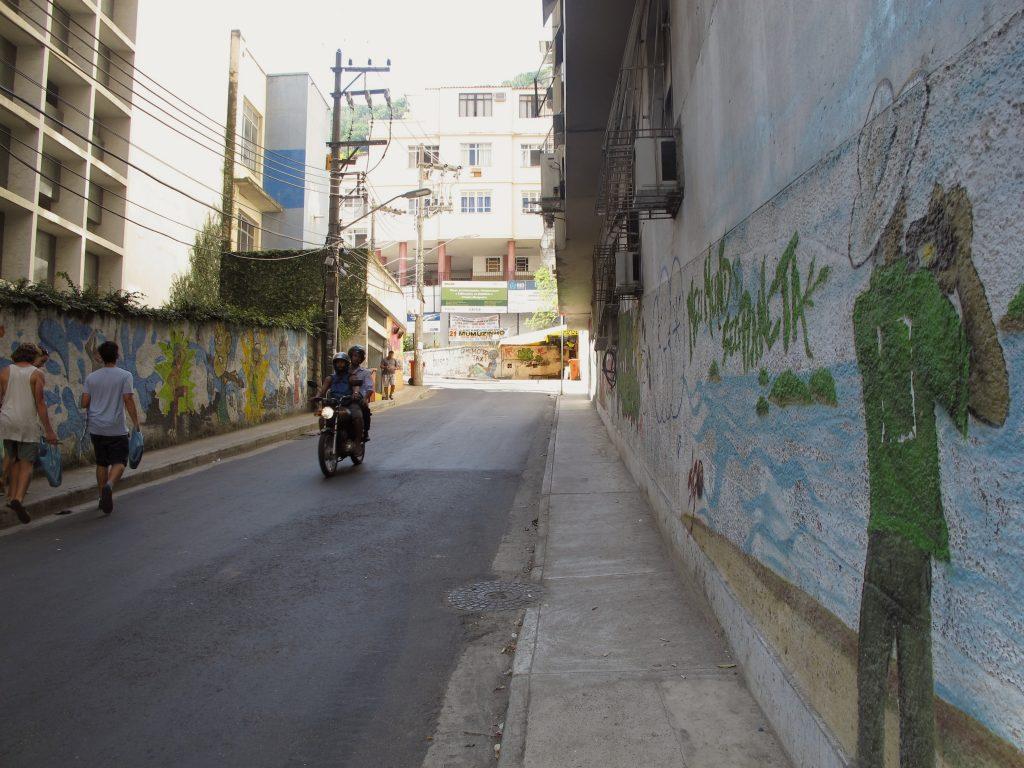 Die Straße führt nach Babylonia. Foto: Doris